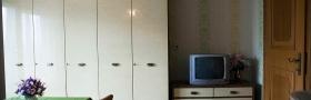 Zimmer mit Fernseher