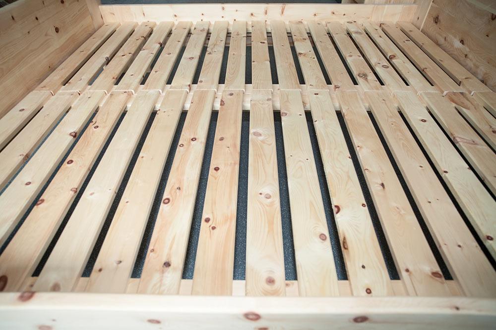 lattenroste aus zirbenholz. Black Bedroom Furniture Sets. Home Design Ideas