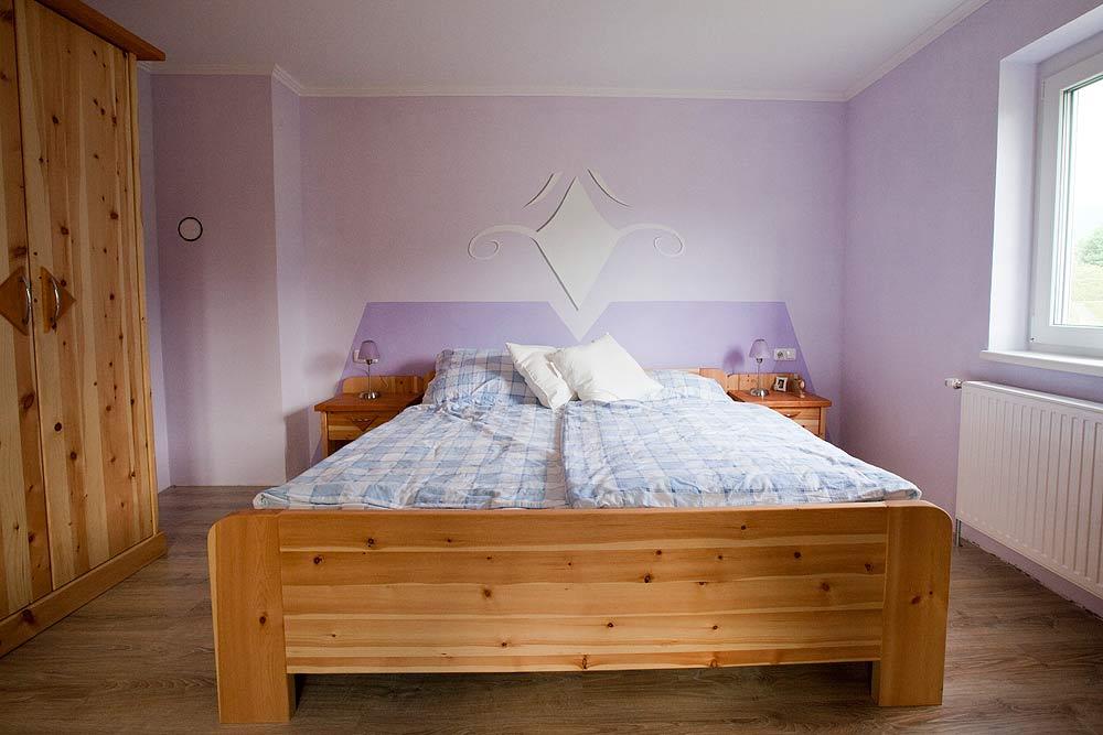 zirben schlafzimmer lassl wohnen tischlerei und urlaub am bauernhof. Black Bedroom Furniture Sets. Home Design Ideas